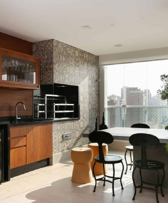 Móveis planejados para decoração de apartamento com varanda gourmet e churrasqueira Foto Triarq Arq.