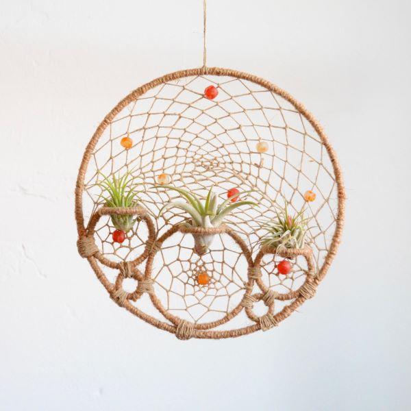 Macrame com plantas aéreas na decoração