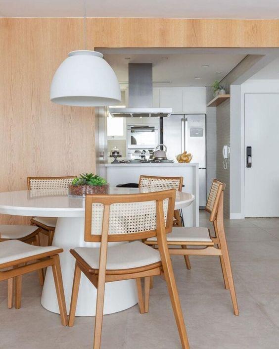 Mesa cone branca para sala de jantar moderna e minimalista