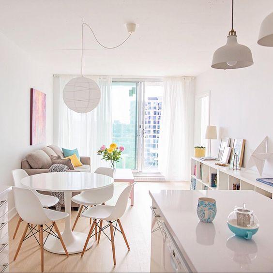 Mesa de jantar branca com cadeira eames