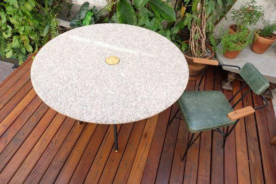 Mesa de jantar branca com granito bege