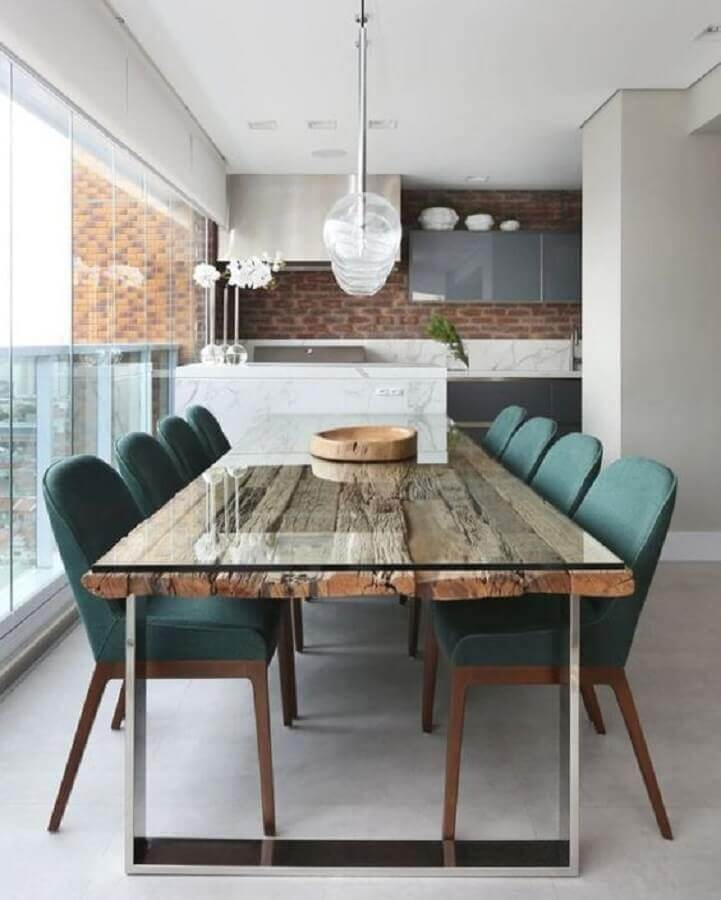 Mesa de madeira de demolição para decoração de apartamento com varanda gourmet Foto Jeito de Casa