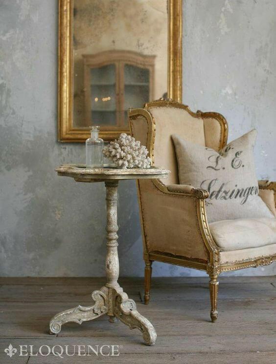 Mesa lateral provençal branca para sala clássica