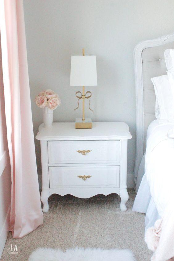 Mesa provençal branca com puxadores vintage para móveis do quarto