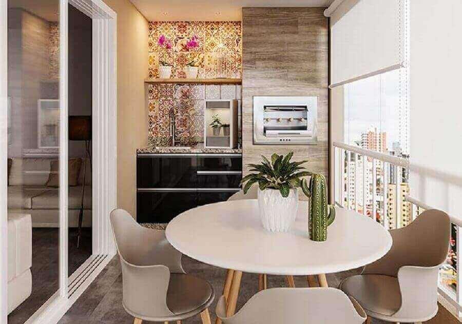 Mesa redonda para decoração de varanda gourmet para apartamento pequeno Foto Webcomunica