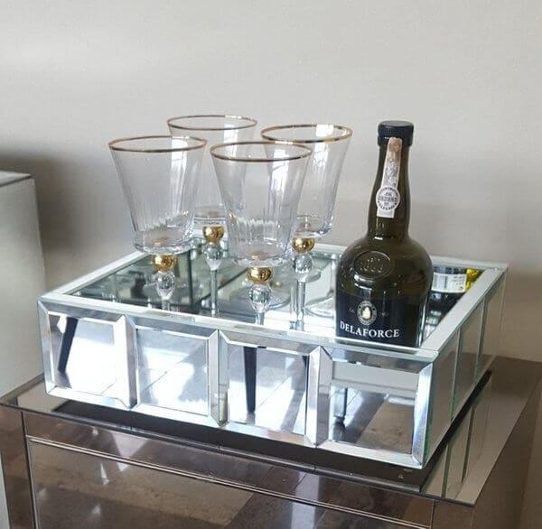 Modelo de bandeja espelhada para bar. Fonte: Pinterest