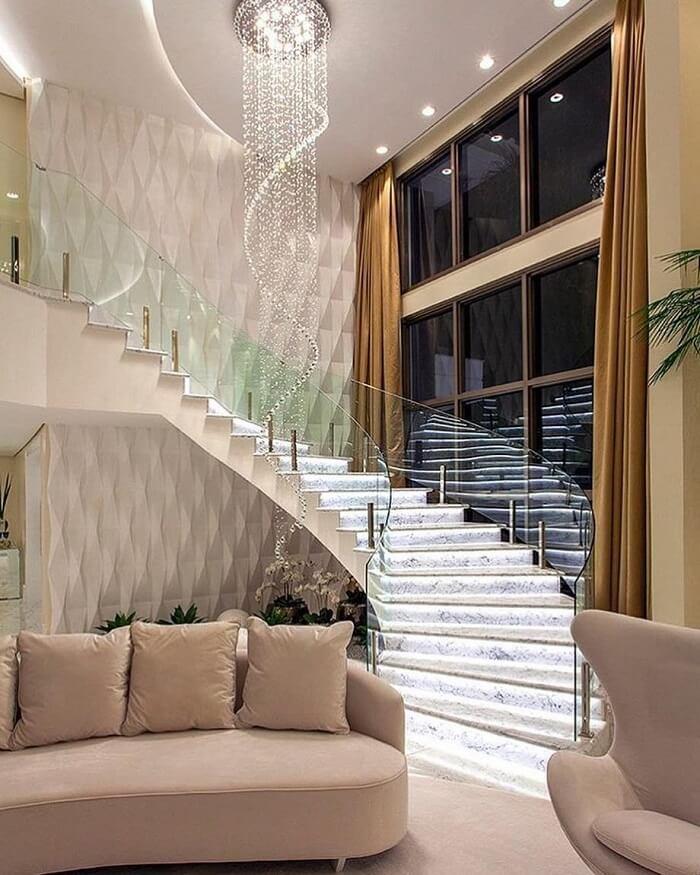 Modelo de lustre para escada alta. Fonte: Revista Viva Decora 2