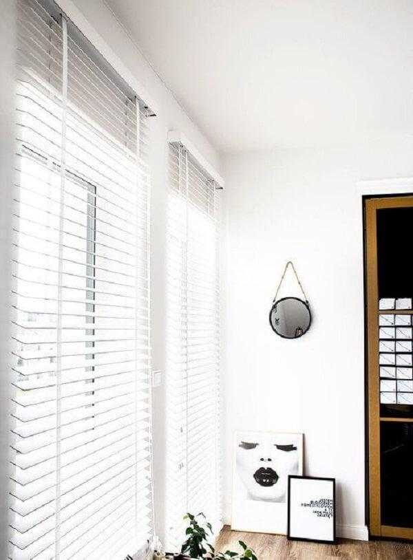 Modelo de persiana de madeira branca. Fonte: Pinterest