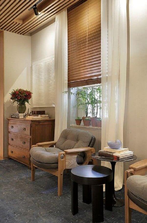 Modelo de persiana de madeira horizontal. Fonte: Persianet