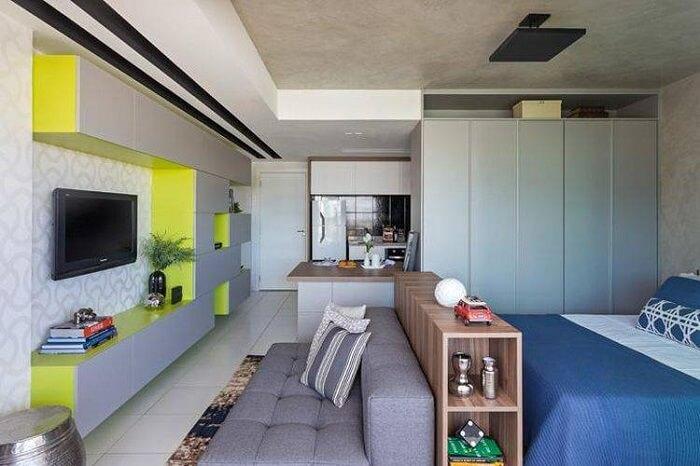 Modelo de sala planejada pequena e simples para uma kitnet. Projeto de Bep Arquitetos
