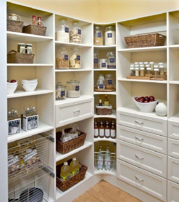 Não deixe que os alimentos percam a validade no armário. Projeto de José Antonio Delphino