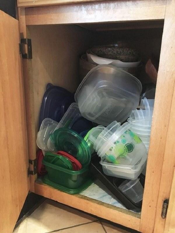 No feng shui cozinha é importante que você mantenha os armários organizados. Fonte: Hometalk