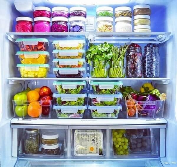 No feng shui cozinha evite armazenar pequenas quantidades de comida em grandes recipientes. Fonte: Dica Organizada