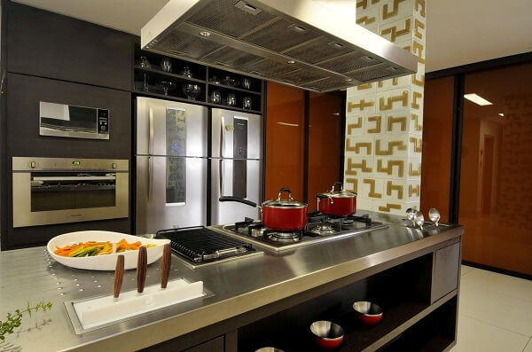 No feng shui cozinha evite usar panelas e demais utensílios danificados. Projeto de Fátima Mesquita Márcia Albiéri