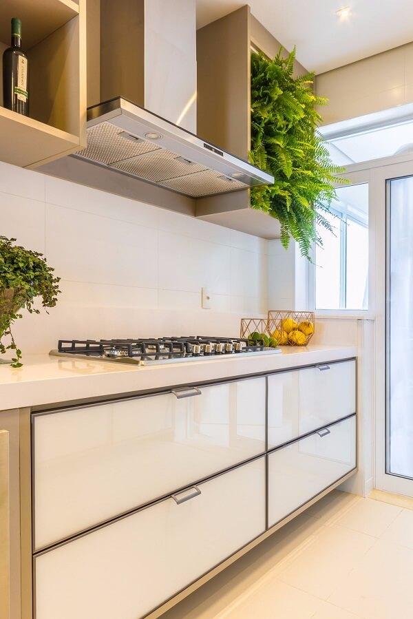No feng shui decoração cozinha a energia flui e a prosperidade entra. Projeto de Patrícia Hagobian