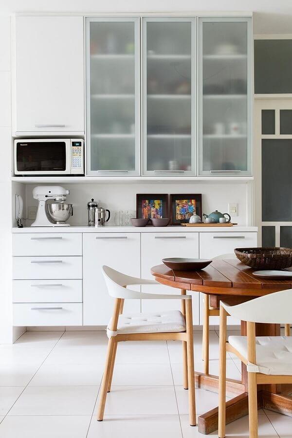 No feng shui decoração cozinha os itens devem se manter organizados. Projeto de Magalhães Estúdio