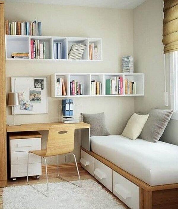 O gaveteiro madeira branco se conecta diretamente com o acabamento da cama. Fonte: Archidea