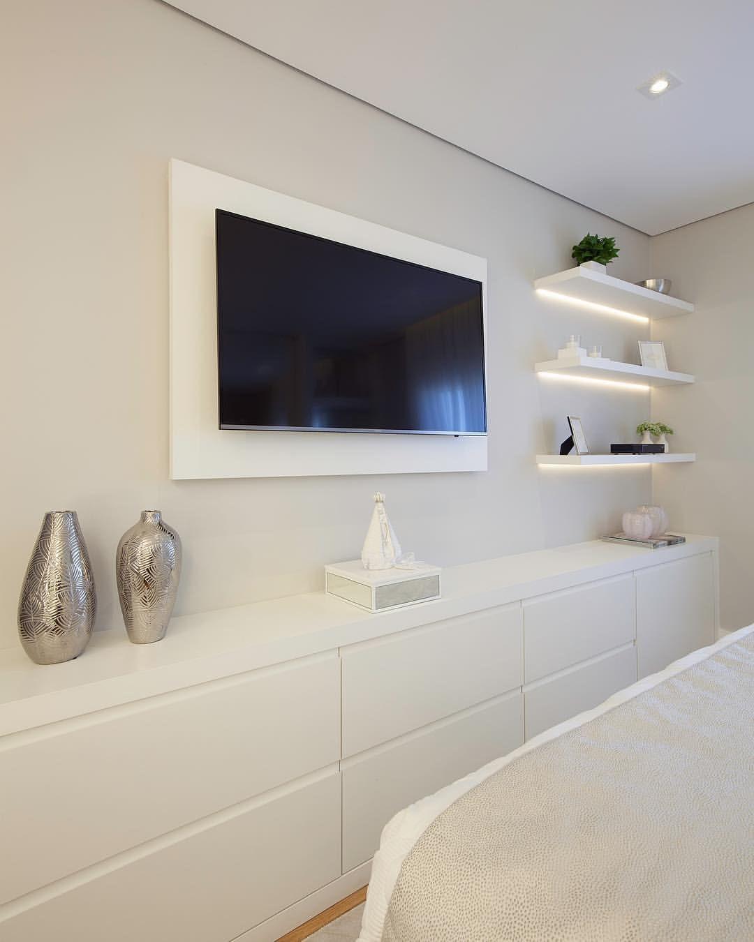 Painel e rack tv para quarto