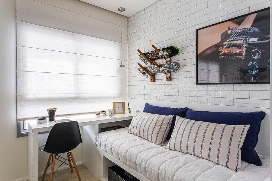 Parede tijolinho branco para decoração de quarto masculino pequeno Foto Sesso & Dalanezi Arquitetura