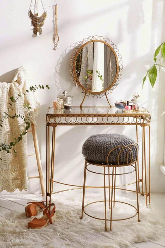Penteadeira de ferro para quarto com móveis vintage