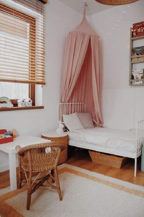 Persiana de madeira para quarto de menina. Fonte: Pinterest