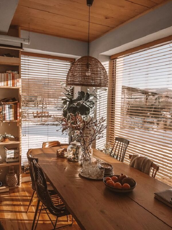 Persiana de madeira para sala de jantar. Fonte: Pinterest
