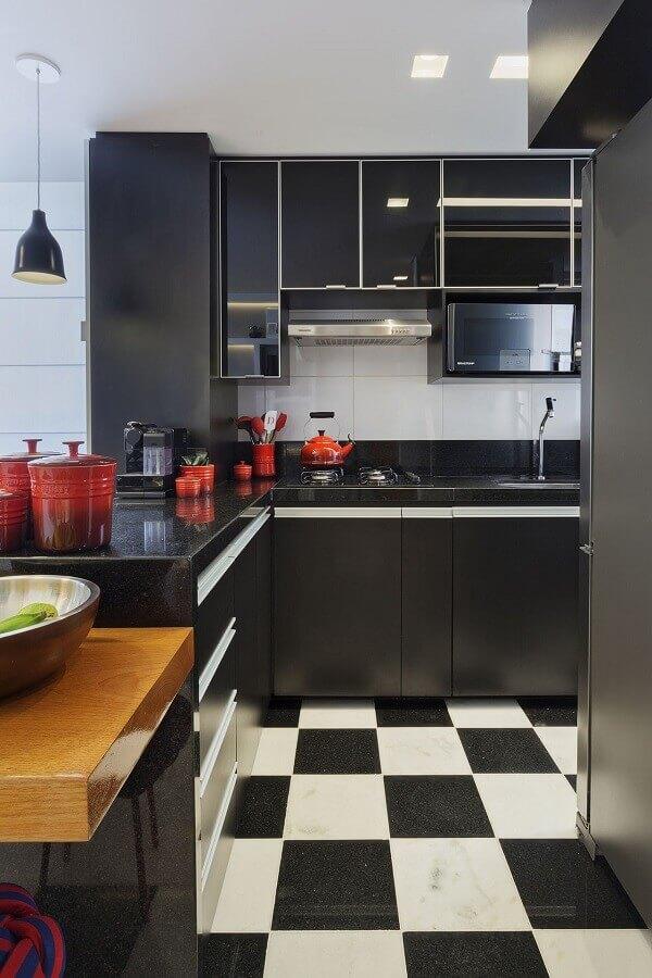 Piso xadrez para decoração de cozinha preta planejada Foto Daniela Bittencourt Tavares Matias