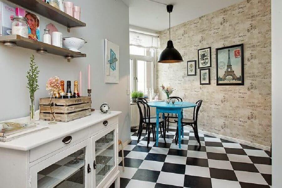 Piso xadrez preto e branco para sala de jantar decorada com cadeiras pretas para mesa redonda azul Foto Decor Facil
