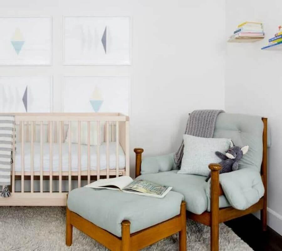 Poltrona confortável com puff para decoração de quarto de bebê branco Foto Pinterest
