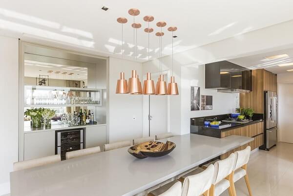 Preze por uma cozinha bem iluminada e ventilada. Projeto de Marí Aní Oglouyan