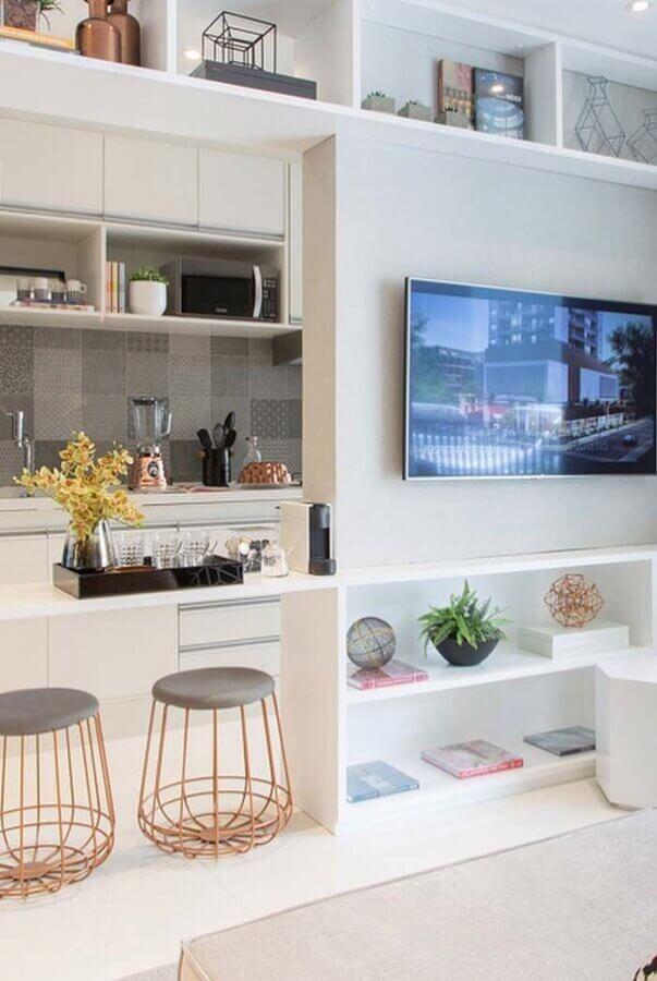 Puff banqueta aramado para decoração de sala com cozinha americana integrada Foto Pinterest