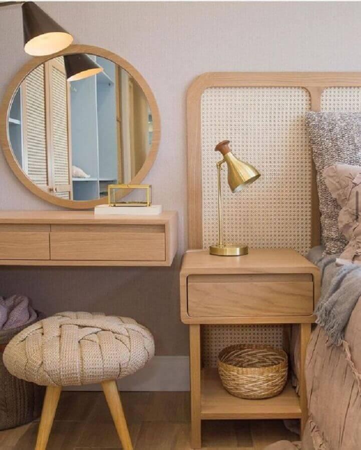 Puff banqueta redondo para decoração de quarto com penteadeira pequena Foto Pinterest