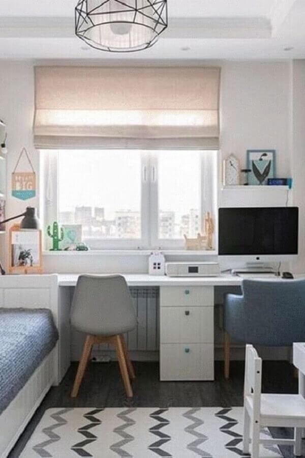 Quarto compartilhado com escrivaninha e gaveteiro branco. Fonte: Madesa Móveis