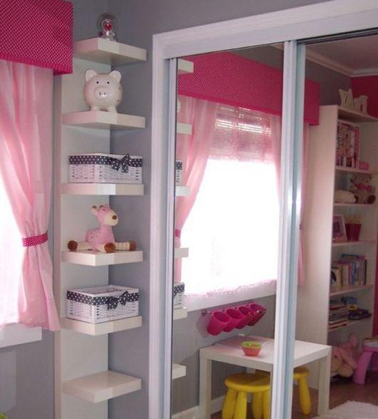 Quarto de bebe com estante de canto