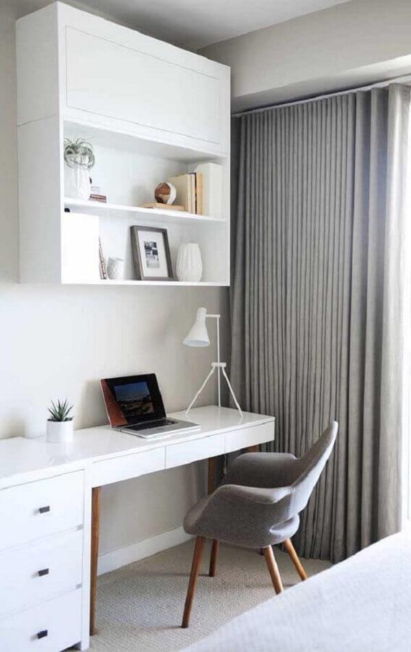 Quarto moderno com escrivaninha e gaveteiro branco embutido. Fonte: Pinterest