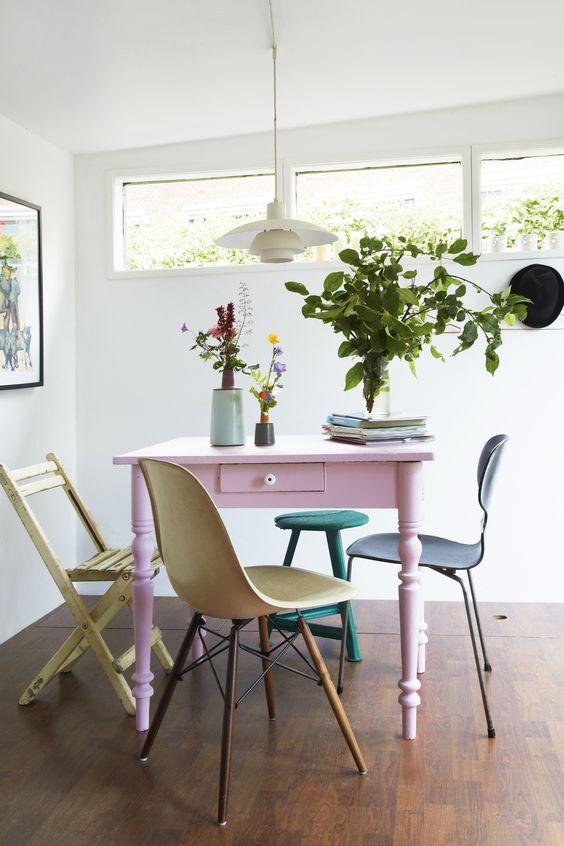 Reforma de móveis vintage para sala de jantar colorida