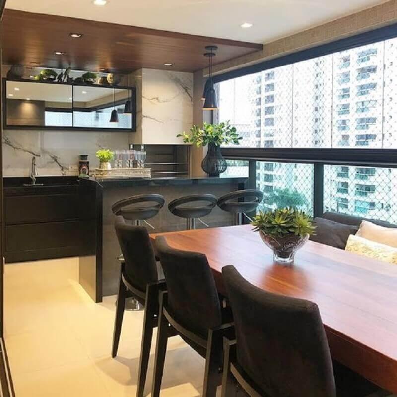 Revestimento de mármore para decoração de apartamento com varanda gourmet e churrasqueira Foto Jeito de Casa