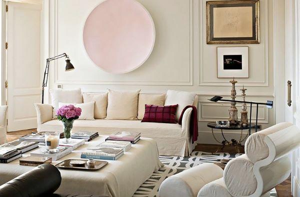 Sala de estar com moldura na parede