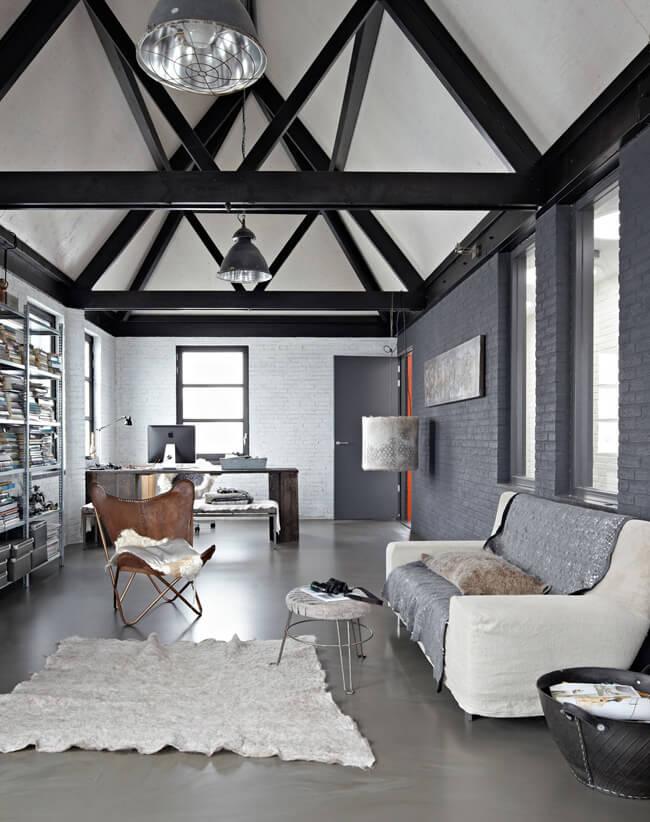 Sala moderna com poltrona butterfly de couro