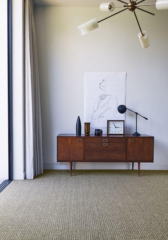 Sala rustica com carpete bege