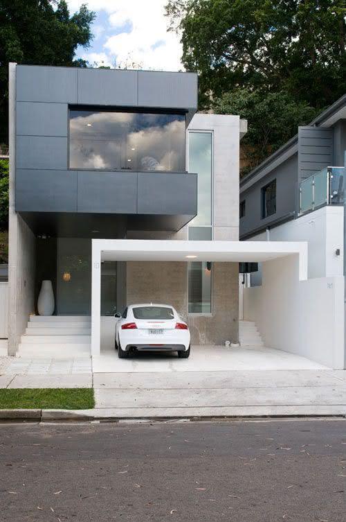 Sobrado com garagem para dois carros