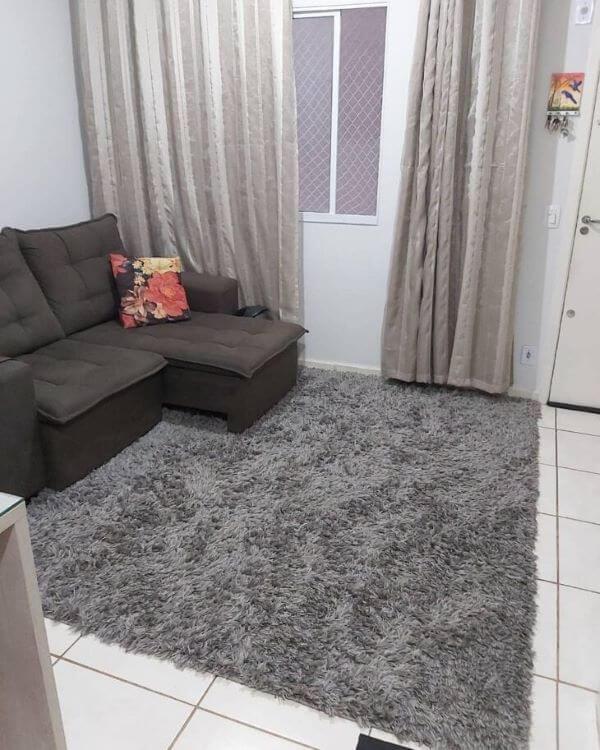Tapete de lã cinza na sala moderna