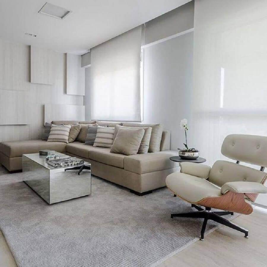 Tipos de sofas com chaise para decoracao de sala branca minimalista Foto Ronaldo Rizzutti