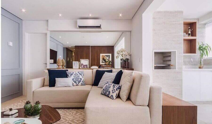 Tipos de sofas de canto para decoracao de sala bege pequena Foto Diego Revollo Arquitetura