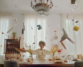 Westwing lança clipe de Vanessa da Mata e transforma catálogo de produtos em música. Fonte: Westwing - Casa e Decoração