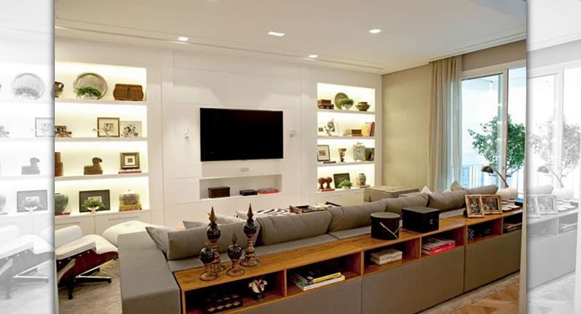Sala com decoração de gesso no painel para TV