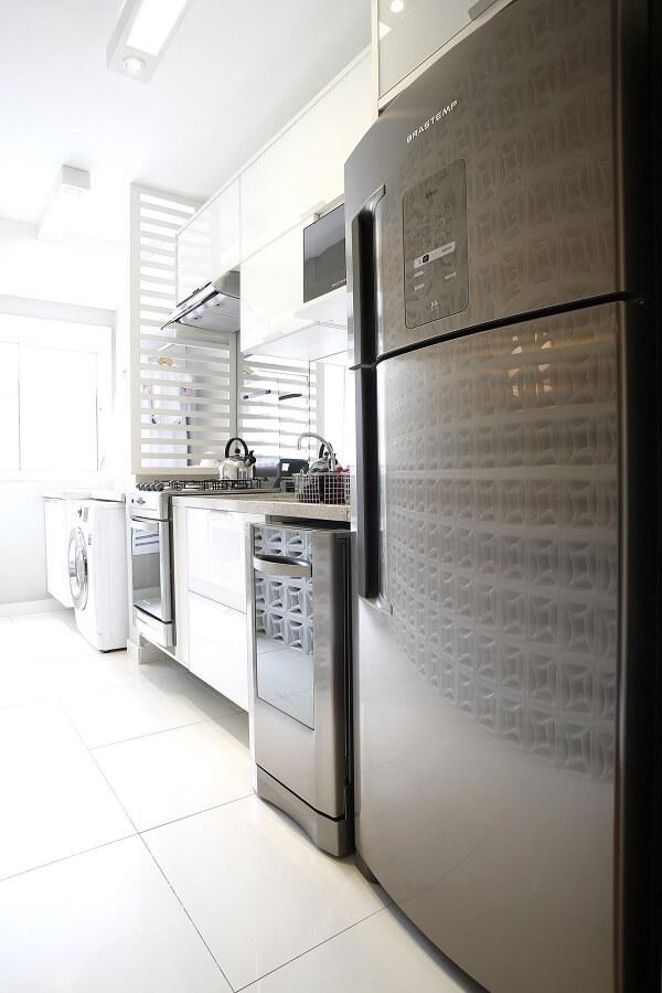 Permita que a iluminação natural entre com abundância na cozinha. Fonte: Marel Grupo Factory