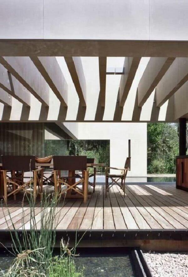 Área gourmet aconchegante e pergolado de concreto com vidro. Fonte: Decor Fácil