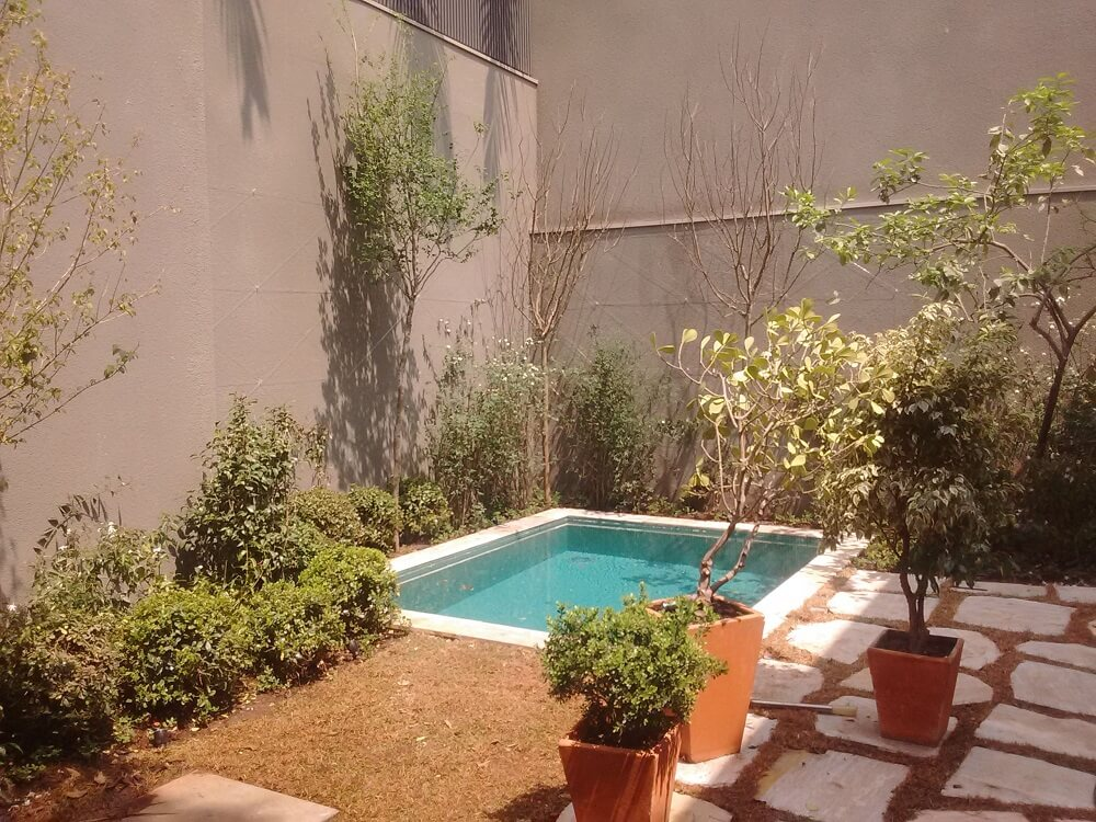 Se o projeto permitir procure inserir uma piscina na área externa da casa. Foto: habitissimo.com