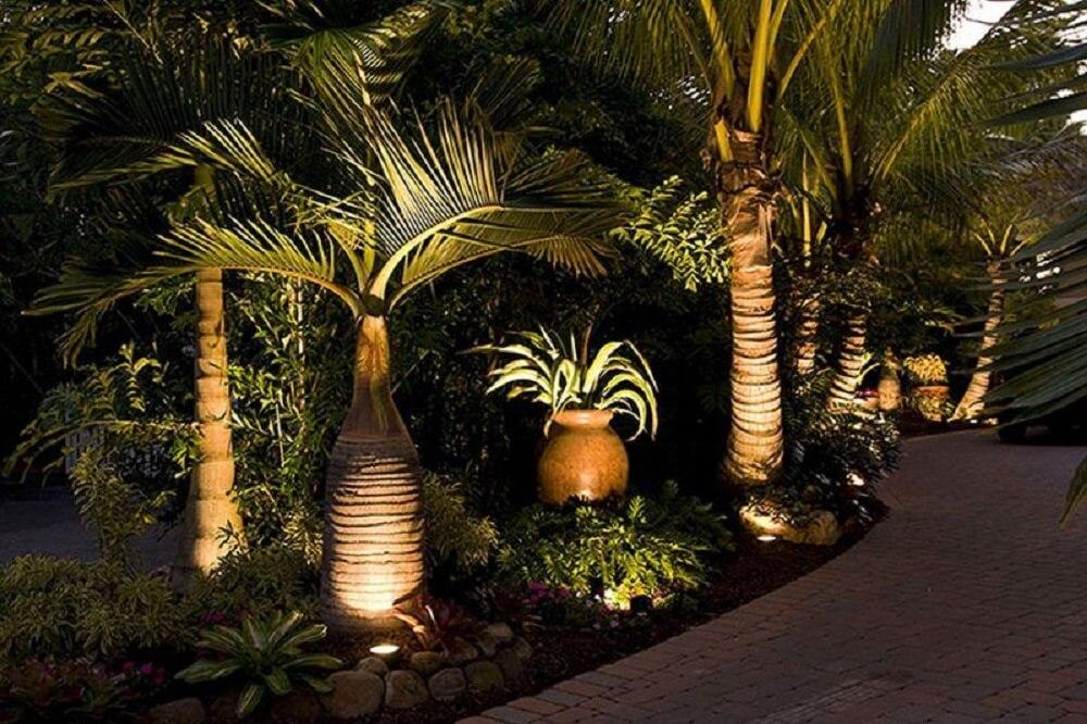 Estruture uma boa iluminação para que a área externa possa ser aproveitada também a noite. Foto: habitissimo.com
